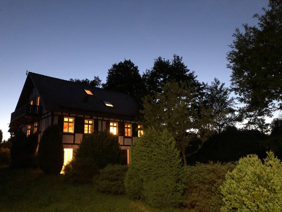 Ferienhaus bei Dunkelheit