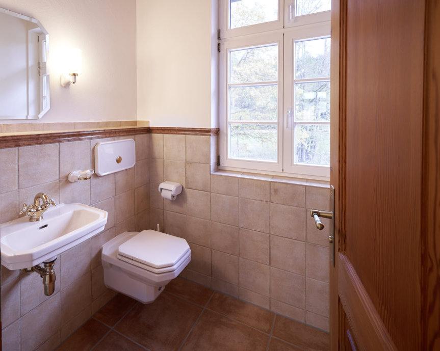 Separates WC, EG