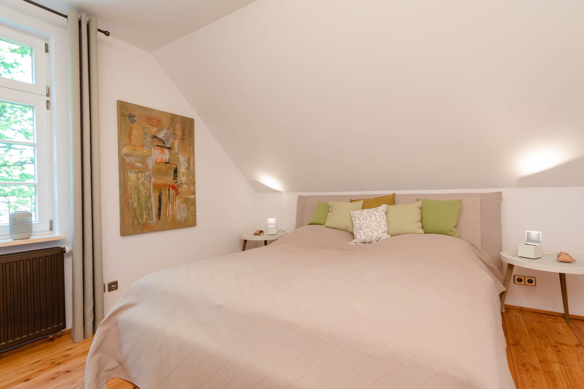 2. Schlafzimmer mit Doppelbett 180 x 200cm, DG