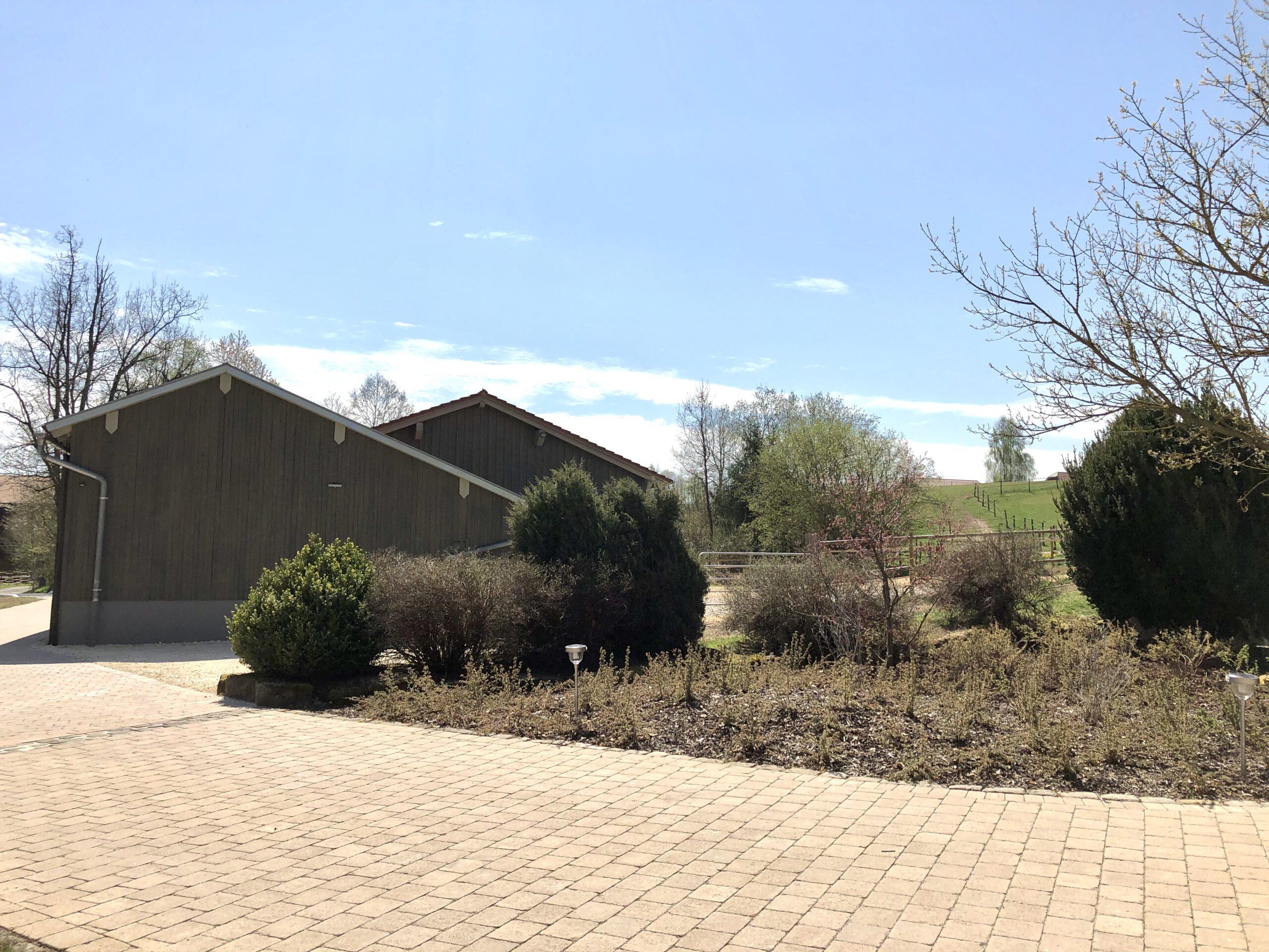 Zufahrt, Außenbereich (Nebengebäude - nicht für Gäste)
